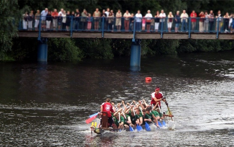 Team Recycling Lives take on the Dragon Boats